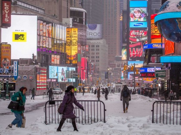 new-york-city-snowstorm-times-square-hercules-january-2014-1-29